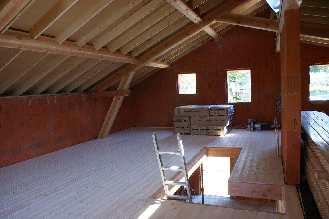 Plancher en bois par charpente et création